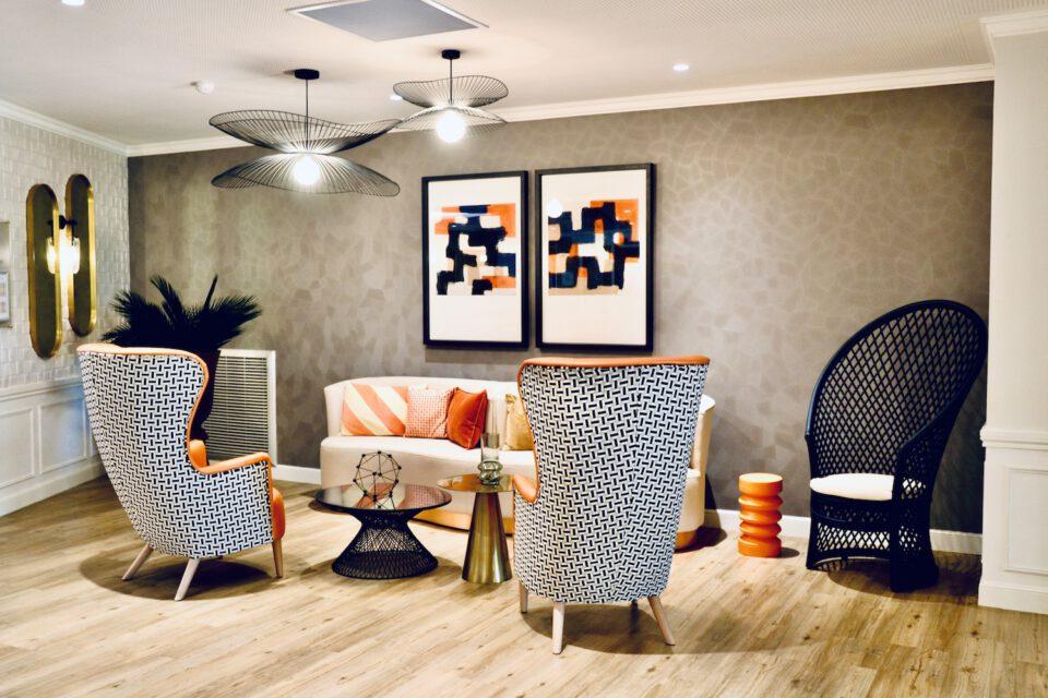 EHPAD Valentina - aménagement et décoration - Mobilier maison de retraite - on voit des fauteuils design et confortables