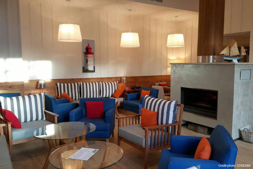 Mobilier EHPAD - Photo du salon avec de chaises confortables