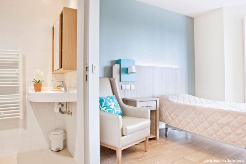 Mobilier EHPAD - Tourcoing - Photo montrant la salle de bain et la chambre