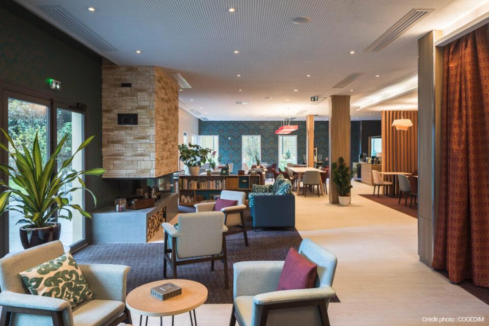 Décoration pour EHPAD - Grand salon pour prendre le café dans une résidence sénior