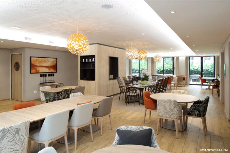 Mobilier EHPAD d'une salle à manger dans une résidence senior