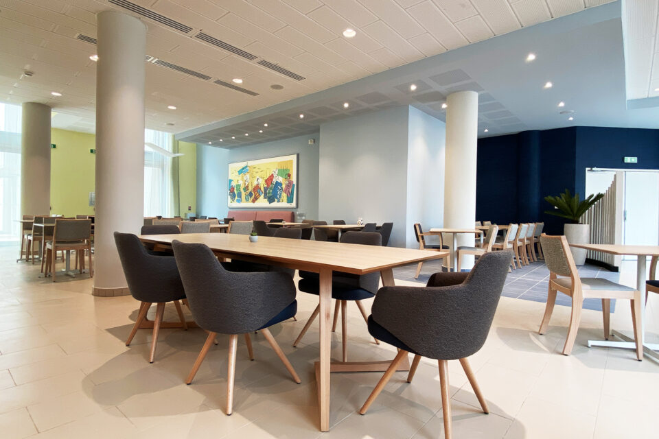 Résidence Senior - Marseille - une photo avec une grande table à manger