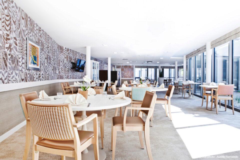 Grande salle à manger dans un EHPAD à Tourcoing
