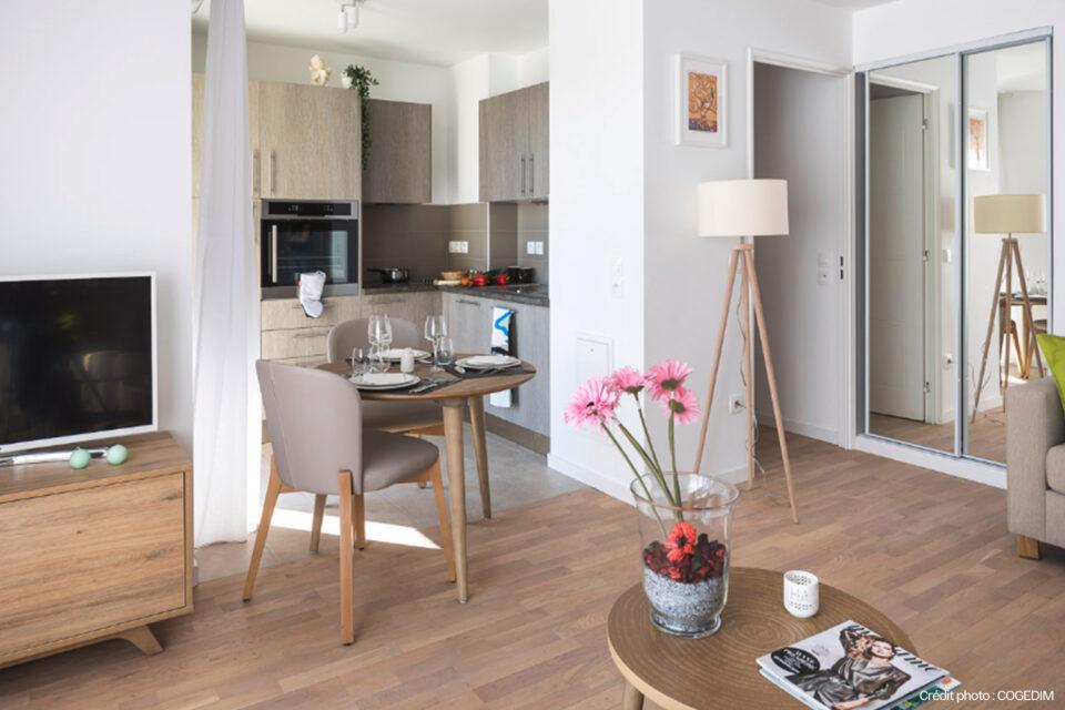 Photo de la chambre d'un résident d'une résidence senior adapteé grâce a la décoration pour EHPAD